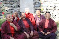 Jetsunma Tenzin Palmo with the nuns of Tayul Gompa